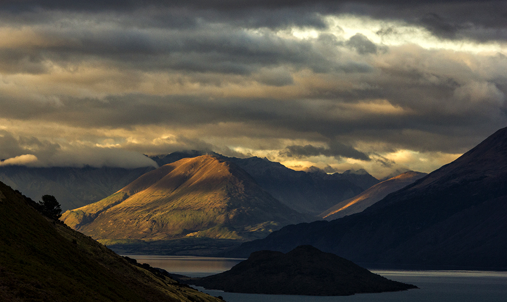 Lake Wakatipu Sunrise