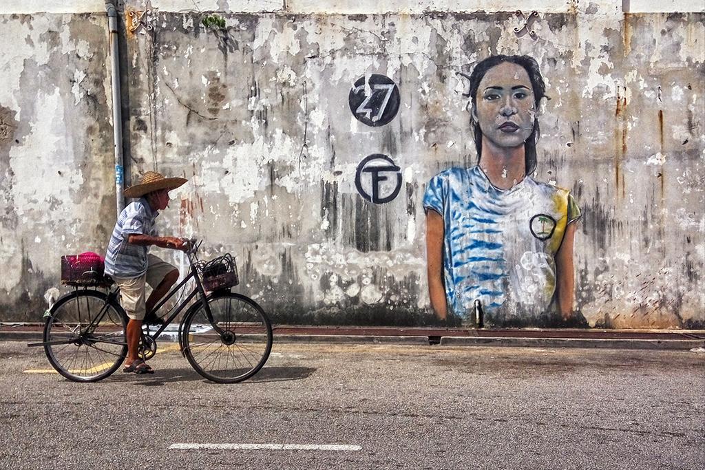 biking-along-the-street-art-of-georgetown-penang