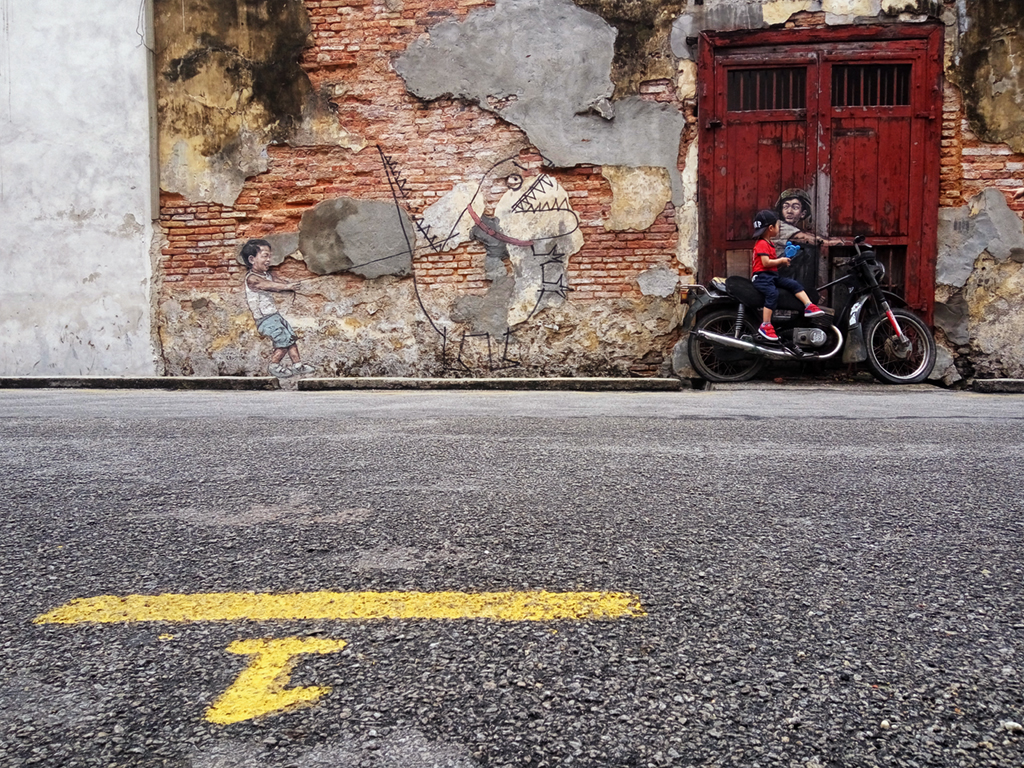 zacharevic-interactive-street-art-is-a-huge-hit-in-georgetown-penang
