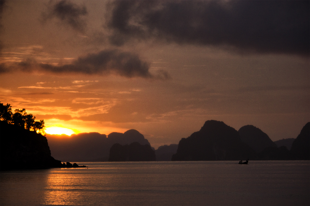 the-limestone-mountains-bursting-from-the-sea-make-the-phang-nga-area-into-a-small-ha-long-bay